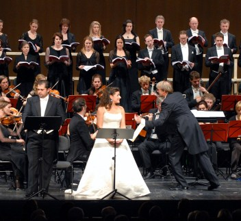 sonnambula dessay review The met's live in hd production of bellini's la sonnambula features juan diego florez and natalie dessay, and michele pertusi, conducted by evelino pidò available from the met opera shop.